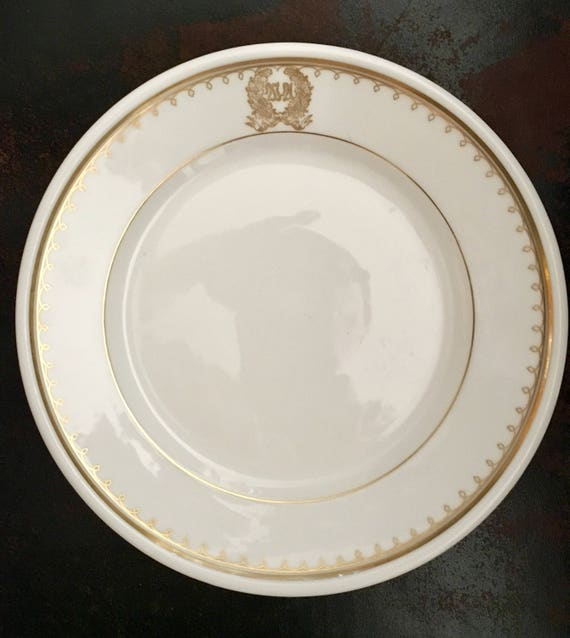 FRENCH HOTEL PLATES 12 Waldorf Astoria Depose White and Gold 8 inch Collectible Plates