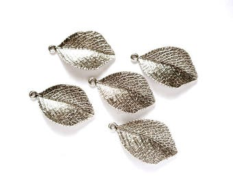 5 Antique Silver Leaf Charms - 21-48-8