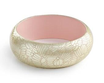 Bracelet Dahlia Rose Pastel. Or gravé.  -  exotique - manchette - bijou pour l'été - minimaliste - chic -