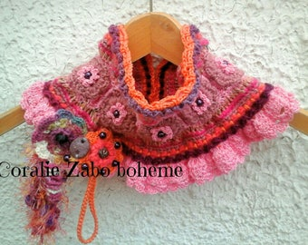 Shabby chic romantique,snood coton originale crocheté main,col femme en coton doux rose qui se ferme par une petite boucle