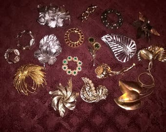 17 vintage brooch lot, gold, silver, copper, most wearable, some for harvest