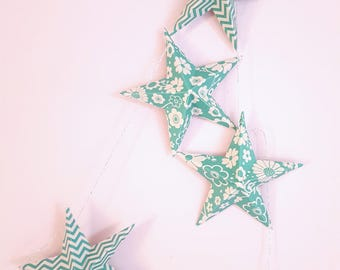 "The ""9 magic stars"" paper Garland green and white"