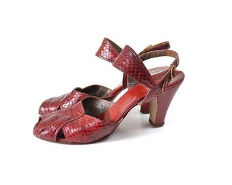 1940s shoes, red 40s shoes, 1940s heels, 40s heels, red 1940s shoes, 1940s pumps, 40s pumps, 40s vintage shoes, 1940s vintage shoes, size 8