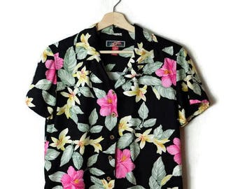 Vintage Women's Black x Pink Hibiscus Hawaiian shirt/ Blouse from 90's*