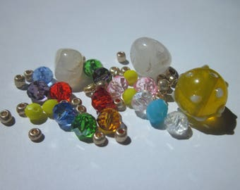 21 agate beads and glass seed beads (Y1)