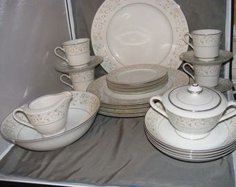 M Fine China PARKLANE 24 Pc Dinner Set Place Setting for 4  Pattern #5563 Plates Bowls Cups, Floral Dinnerware, Barely Used