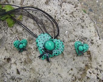 Parure chapeau coeur vert en porcelaine froide