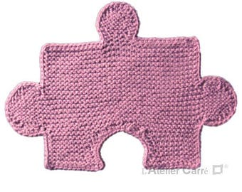 Puzzle insert, pale pink knitted placemat