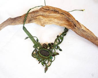Green floral necklace with jade stone
