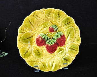Majolica Strawberry Plate, Sarreguemines, French vintage majolica, majolica pottery,  gold, #1615