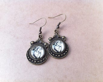 "Vintage ""anatomical heart"" cabochon earrings"