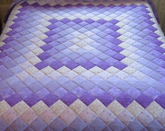 King size Lavender & Purple pieced, hand quilted Trip Around the World Quilt
