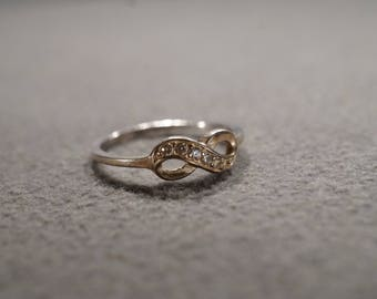 Vintage Sterling Silver Wedding Band Ring 6 Round Diamond Infinity Design Classic Style, Size 6