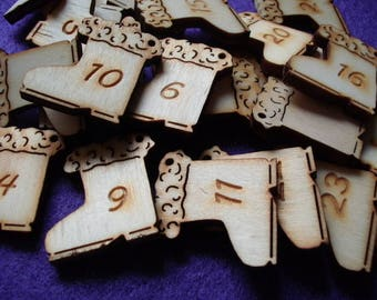 24 boots with numbers, wood, 3x3 cm, (24-0023A)