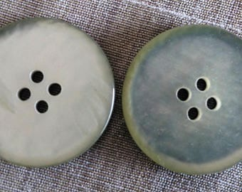 Set of 2 Vintage mother of Pearl 28 mm buttons