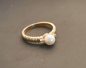 Yellow 14K Gold Ruffled Band Pearl Ring with 2 Diamonds - 6 mm White Pearl