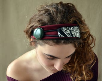 Doubleface hair band with vintage button.