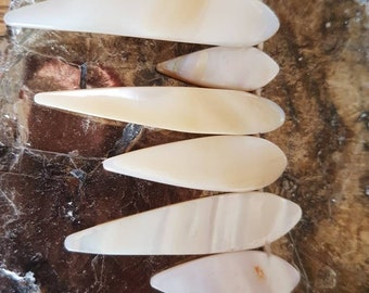 """Mother Of Pearl Tooth/Teardrop Beads. 17"""" Strand/ 43cm Shell Point Beads with Natural Mother Of Pearl. White / Cream Colour Shell Beads."""