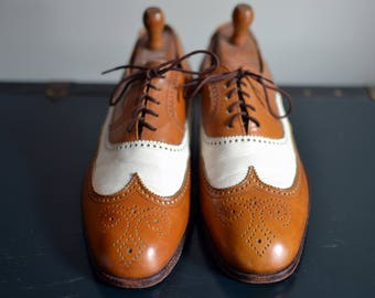 Vintage BENJAMIN'S of NEW HAMPSHIRE Tan/White Spectator Full Brogue Wingtips Shortwing Approximately U.S. Size 8.5/9 Euro 42