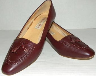 1970s 80s Etienne Aigner Pumps / Preppy Tassel Loafers / Cordovan Leather / made ITALY  Vintage Fits 9.5 women