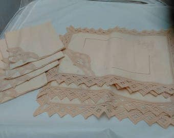 Vintage Set of 4 embroidered linen placements and napkins