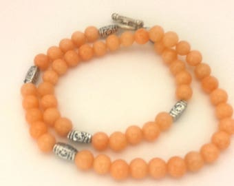 """Vintage Beaded Women Necklace Peach Chalcedony Round Silver Plated Toogle Clasp Long 18.5"""""""