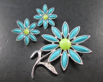 Vintage Sarah Coventry Daisy Jewelry Set Brooch / Pin & Earrings Silver Tn with Faux Turquoise + Green Cabochon Signed Sarah Cov 70s