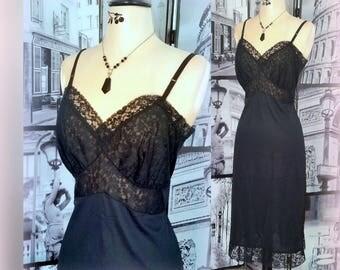50s High-End Black Slip - Gorgeous Lace Bodice / Side Slit - Vintage Feminine Allure - Size Medium