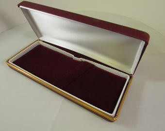 Cabretta Pen Box in a Burgundy  synthetic exterior that looks and feels like real leather & Gold Trim finish --(will hold up to two pens)