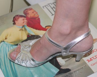 1970s 80s Size 7 Silver Peep Toe Strappy Heels Pumps Shoes