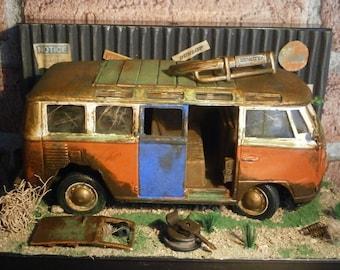 Diorama 1/25 Junk Yard Garage Rusted Volkswagen van VW Samba Diecast