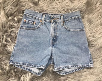Vintage Levis light wash denim shorts size xxs-xs