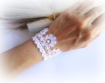 White lace bracelet, bridesmaid lace bracelet, embroidered lace bracelet, wedding lace bracelet, white bridal bracelet, lace jewelry