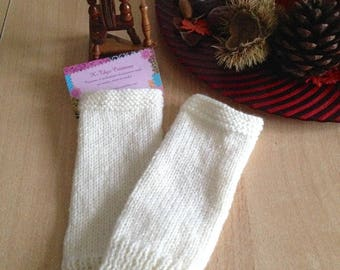 Mid-length white knit fingerless gloves