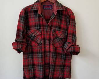 Vintage Red Plaid Flannel Shirt / Boxy Fit