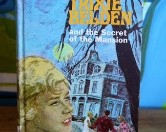 Classic  Vintage Teen Novel Trixie Belden and the Secret of the Mansion 1970's