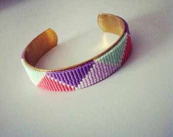 Cuff beads Miyuki 14 mm gold metal stand
