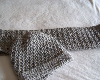 Gray infinity short scarf and matching hat