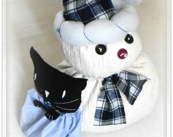 Great Christmas decoration to put snowman and curious cat, cats tribe