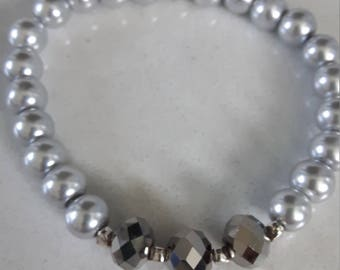 Handmade, expandable glass beaded bracelet