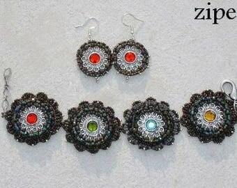 Bracelet motif fleur avec strass multicolores