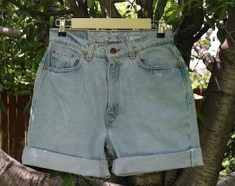 Vintage Levi Jean High Waisted Cutoff Midi Shorts SIZE M