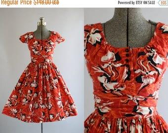 BIRTHDAY SALE... Vintage 1950s Dress / 50s Cotton Dress / Red Tropical Floral Print Dress w/ SHELF Bust Xs
