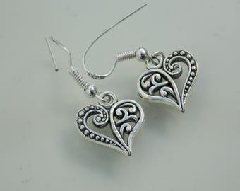 Silver plated // Filigree heart earrings