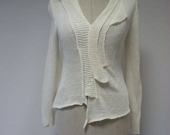 Casual off-white linen sweater, M size.