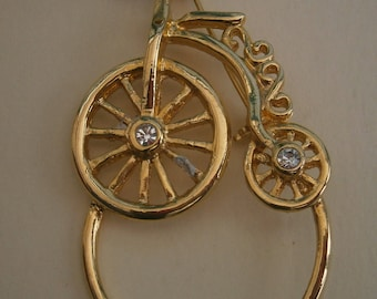 D189) A lovely vintage gold tone metal and rhinestone penny farthing bicycle brooch