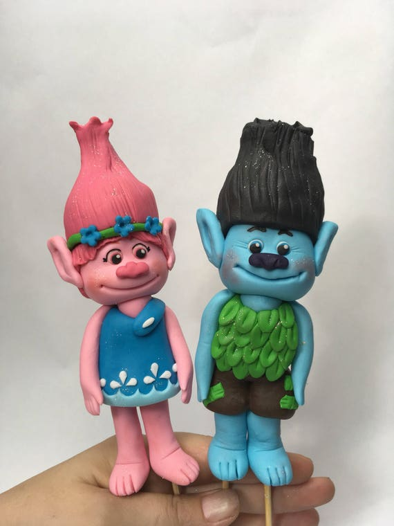 Poppy and branch trolls inspired cake decorations fondant