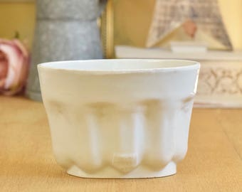 Edwardian English white ceramic jelly/jello mould