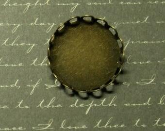 Round lace bronze 25mm metal brooch