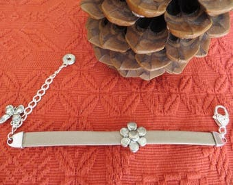 BRACELET quality leather (taupe) with a large Silver Flower clasp silver hook
